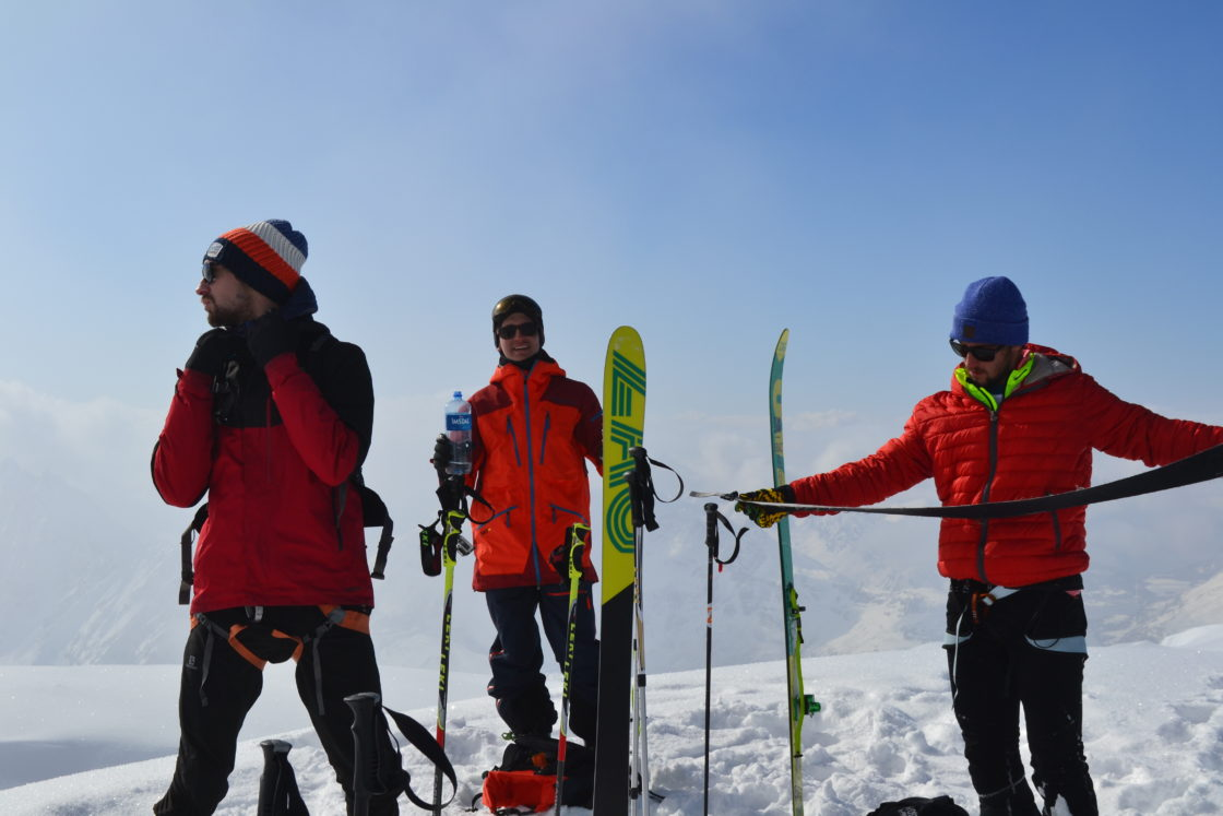 Matériel skis de randonnée, fixations, peau de phoque,