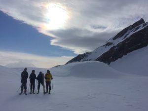 Le plateau du lac Sans Fond enneigé en ski de randonnée à La Rosière